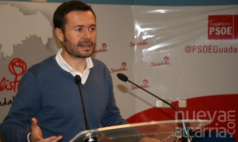El PSOE agradece a Reyes Estévez su labor en la reconstrucción de la educación