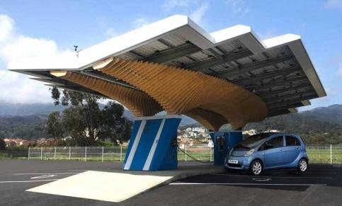 Peugeot, primera marca de coches que fabrica una estación eléctrica solar