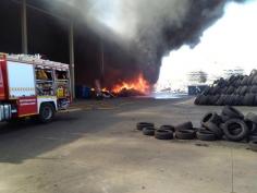 Controlado un incendio de neumáticos en Chiloeches