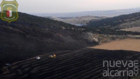 Un medio terrestre trabaja en el incendio de Uceda