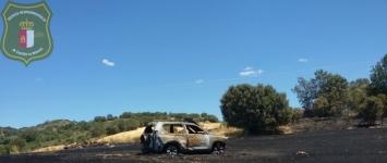 Calcinado un vehículo de la Guardia Civil en un incendio en Brihuega