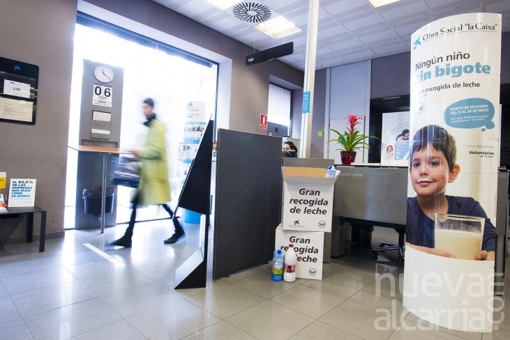 39 la caixa 39 recoge m s de litros de leche en favor for Oficinas dela caixa en murcia