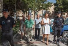 Encarna Jiménez recoge las demandas planteadas por los vecinos de Los Manantiales