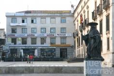 El PSOE culpa a Román de incumplir la ordenanza sobre publicidad en el entorno del Infantado