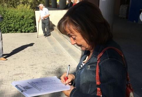 La campaña que pide aparcar gratis en el Hospital sigue recogiendo firmas