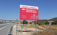 Castilla-La Mancha incorporará nuevas señales en las vías de acceso a la comunidad autónoma