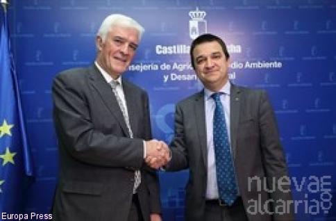 Junta y Agroseguro firman un convenio para que las aseguradoras adelanten a agricultores y ganaderos las ayudas de C-LM