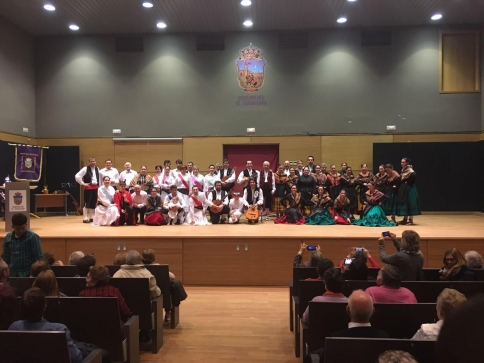 Música, tradición y mucho folklore en las bodas de plata de la Asociación Wad-all-Hayara