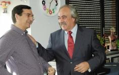 Ángel Mejía se jubila después de 24 años en el Aula Hospitalaria de La Pecera