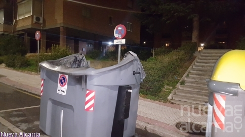 Arde otro contenedor en la calle Luis Ibarra Landete