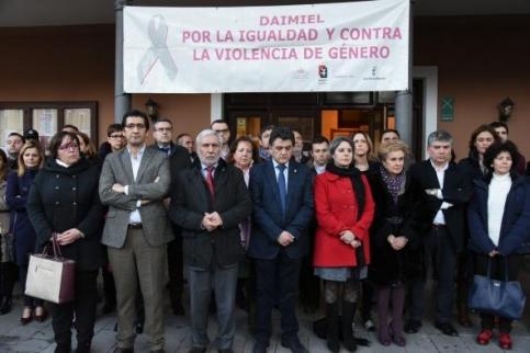 El Gobierno regional reclama la implicación de todas las sociedades e instituciones para luchar contra la violencia de género