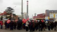Unas 200 personas se movilizan en Bormioli por un empleo
