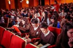 Más de 850 jóvenes madrileños y de Guadalajara hacen las pruebas escritas del Concurso Coca Cola