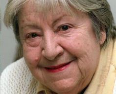 Yebes homenajea a Gloria Fuertes con una suelta de globos