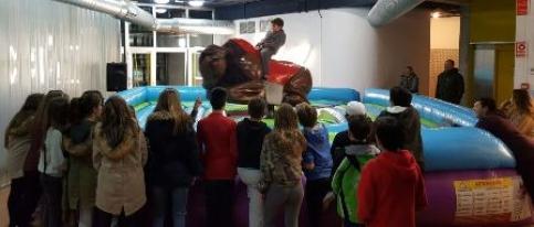 Cabanillas mejora el Centro Joven en su fiesta por el sexto aniversario
