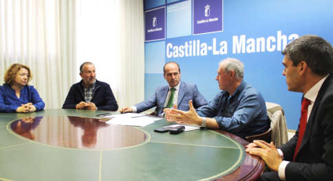 UGT y CCOO comparten preocupación con el Gobierno regional por el rechazo de Podemos al Presupuesto