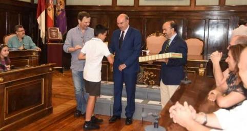 Entregados los premios a los ganadores del concurso de redacción y dibujo del centenario de Buero