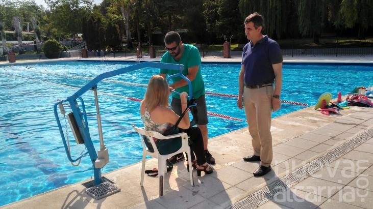 La piscina de verano mejora su accesibilidad y sus for Piscina municipal san roque