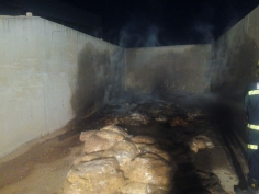 Arden 300 kilos de patatas fritas en una nave industrial de Chiloeches