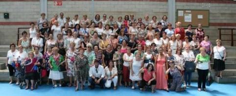 La consejera de Fomento comparte una comida de hermandad con la Asociación de Mujeres de Marchamalo
