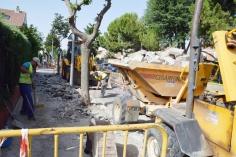 Empiezan las obras para renovar la acera en la avenida de Alcalá de Azuqueca
