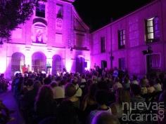 La Plaza del Carmen se llenó de amantes de la poesía que disfrutaron de los Versos a Medianoche