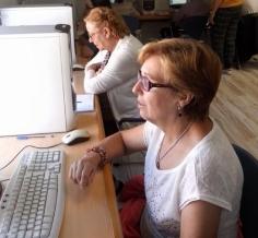 La Biblioteca y el Centro de Día organizan dos cursos de informática para personas mayores