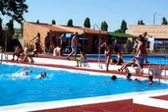 Reaniman y trasladan al Hospital a un hombre que se estaba ahogando en la piscina de Azuqueca