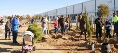 La primera plantación de la temporada incorpora 140 nuevos árboles en Azuqueca