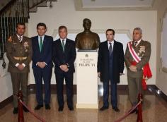 Caja Rural Castilla-La Mancha dona un busto de Felipe VI a la Academia de Infantería de Toledo