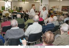 Los mayores de la Unidad de Día de Geriatría del Hospital de Guadalajara celebraron su fiesta navideña con música y aperitivo