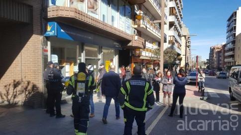 Desalojan un edificio de la calle Amparo por un fuerte olor a quemado