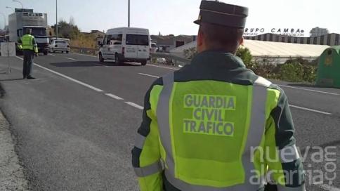 La Guardia Civil detiene a dos personas por falsificación documental en los exámenes para la obtención del permiso de conducir