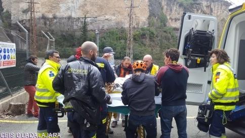 Rescatados los dos heridos en Sacedón mientras hacían escalada, uno de ellos se encuentra grave