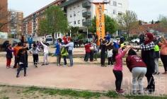'Buenos vecinos' une con sonrisas y juegos el multicultural barrio de Eras del Canario-Colonia Sanz Vázquez