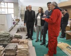El alcalde de Guadalajara visita los trabajos del mosaicista Rupnik en la parroquia El Salvador
