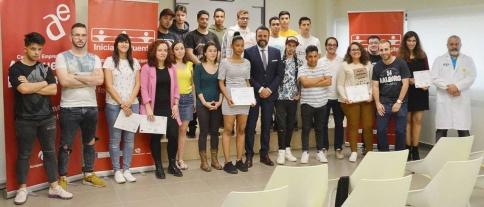 El alcalde de Azuqueca destaca la importancia de la formación durante la entrega de diplomas de Iniciativa Puente