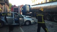 Un camión cisterna y un turismo chocan en la N-211 en Maranchón