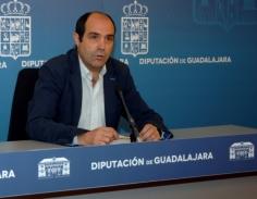 Parra afirma que la Diputación trabaja desde hace días en la elaboración de un proyecto para arreglar la carretera GU-958