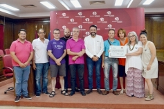 Azuatletismo entrega a Crisol 1.000 euros de la Media Maratón de Azuqueca