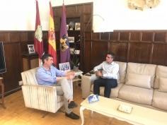 Román y Canales mantienen su primera reunión institucional