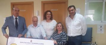 La Diputación entrega a la Asociación de Esclerosis Múltiple de Guadalajara los 9.200 euros de la paella de Ferias