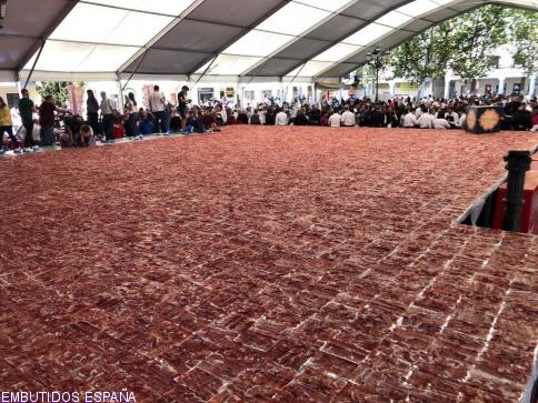 Embutidos España y Torrijos entran en Record Guiness con el plato de jamón cortado a mano más grande del mundo