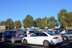 El nuevo aparcamiento del colegio de Yebes soluciona los problemas circulatorios