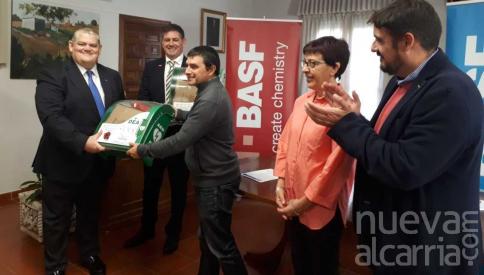 BASF entrega a Marchamalo dos nuevos desfibriladores