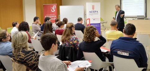 Comerciantes, empresarios y profesionales de Azuqueca reciben orientación para la preparación de eventos