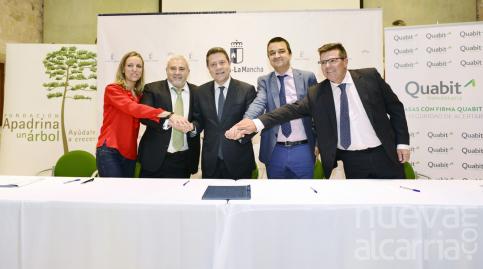 Emiliano García-Page firma un convenio para que la finca de Solanillos sea centro de recuperación de fauna silvestre