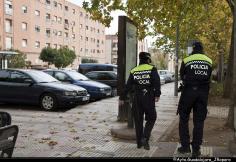 Detenido por agredir a dos policías que mediaron mientras discutía con su pareja