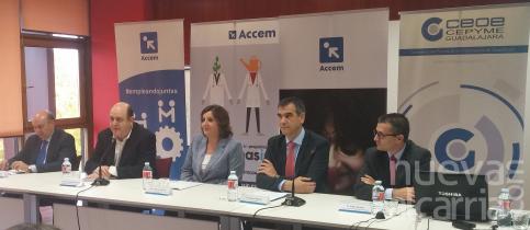 Junta, Diputación, Ayuntamiento, CEOE y Accem reflexionan sobre la diversidad y el empleo