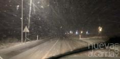 Intensa nevada en la N-211 entre Alcolea del Pinar y Mazarete